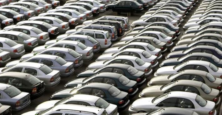 Российский автомобильный рынок пережил сильнейшее за год падение продаж
