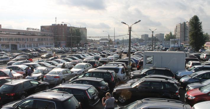 Названы самые известные в РФ автомобили спробегом