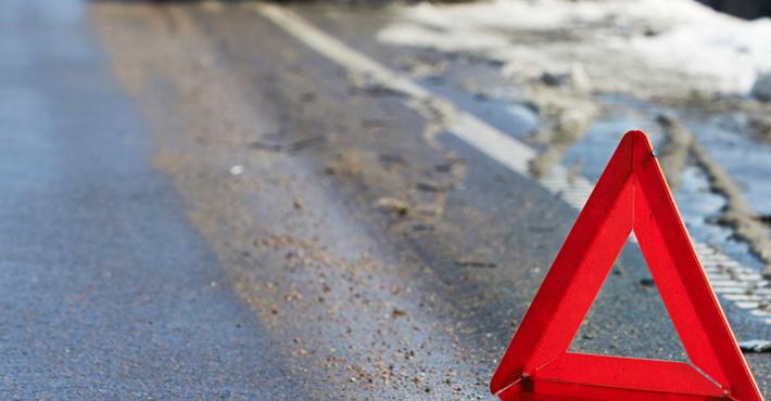 Грузовой автомобиль раздавил иномарку стремя людьми натрассе Пермь— Березники