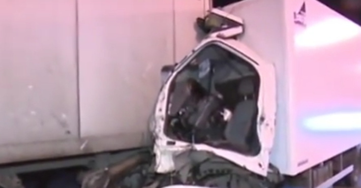 НаМКАД столкнулись две фуры, тяжело ранен шофёр