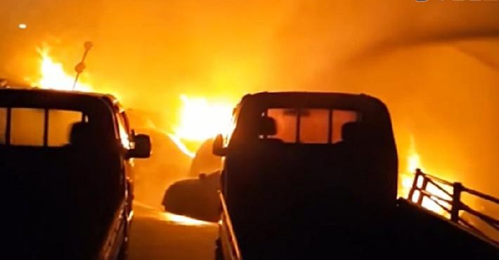 пожар в автосалоне в Южной Корее