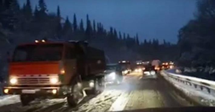 пробка под Красноярском на трассе М-54