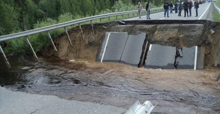 яма на трассе Тюмень – Ханты-Мансийск