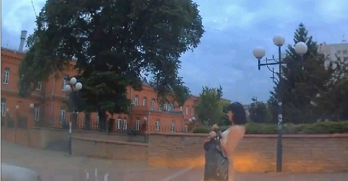 В Белгороде пьяная девушка пошла на таран Мазды