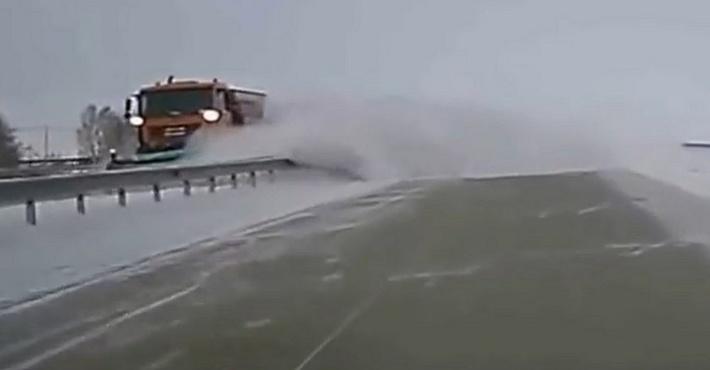 уборка снега на трассе Астана – Кокшетау