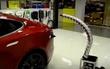 робот для зарядки автомобилей Tesla