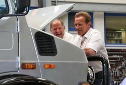 Автомобиль Арнольда Шварценеггера продадут за 208 евро