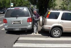 Подать жалобу на неправильную парковку автомобиля можно будет через смартфон