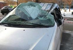 плита упала на автомобиль