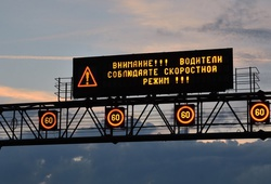 информационное табло на дороге